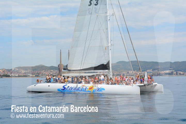 Fiesta en Barco Catamaran en Barcelona